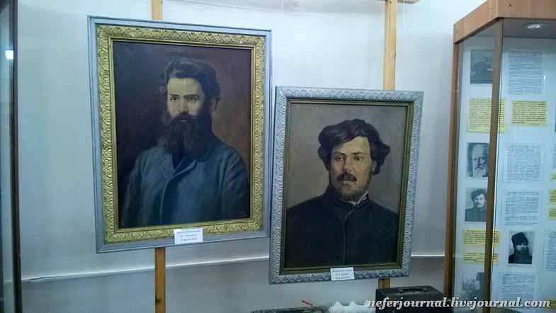 Слева писатель Короленко, справа Алексеев