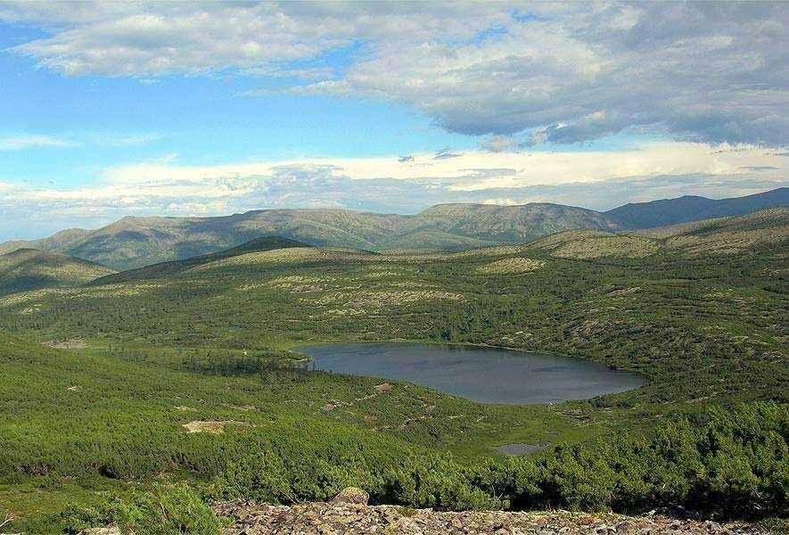 исток реки Лены из горного озера недалеко от Байкала